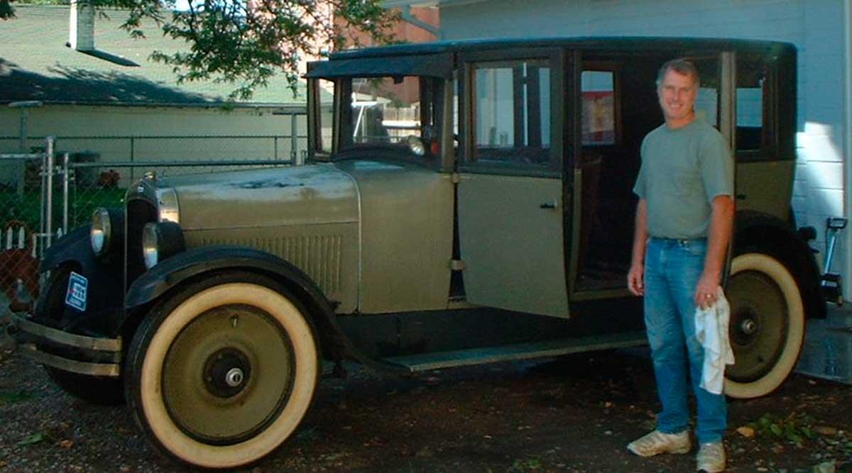 Oakland Model 6-54B Sedan