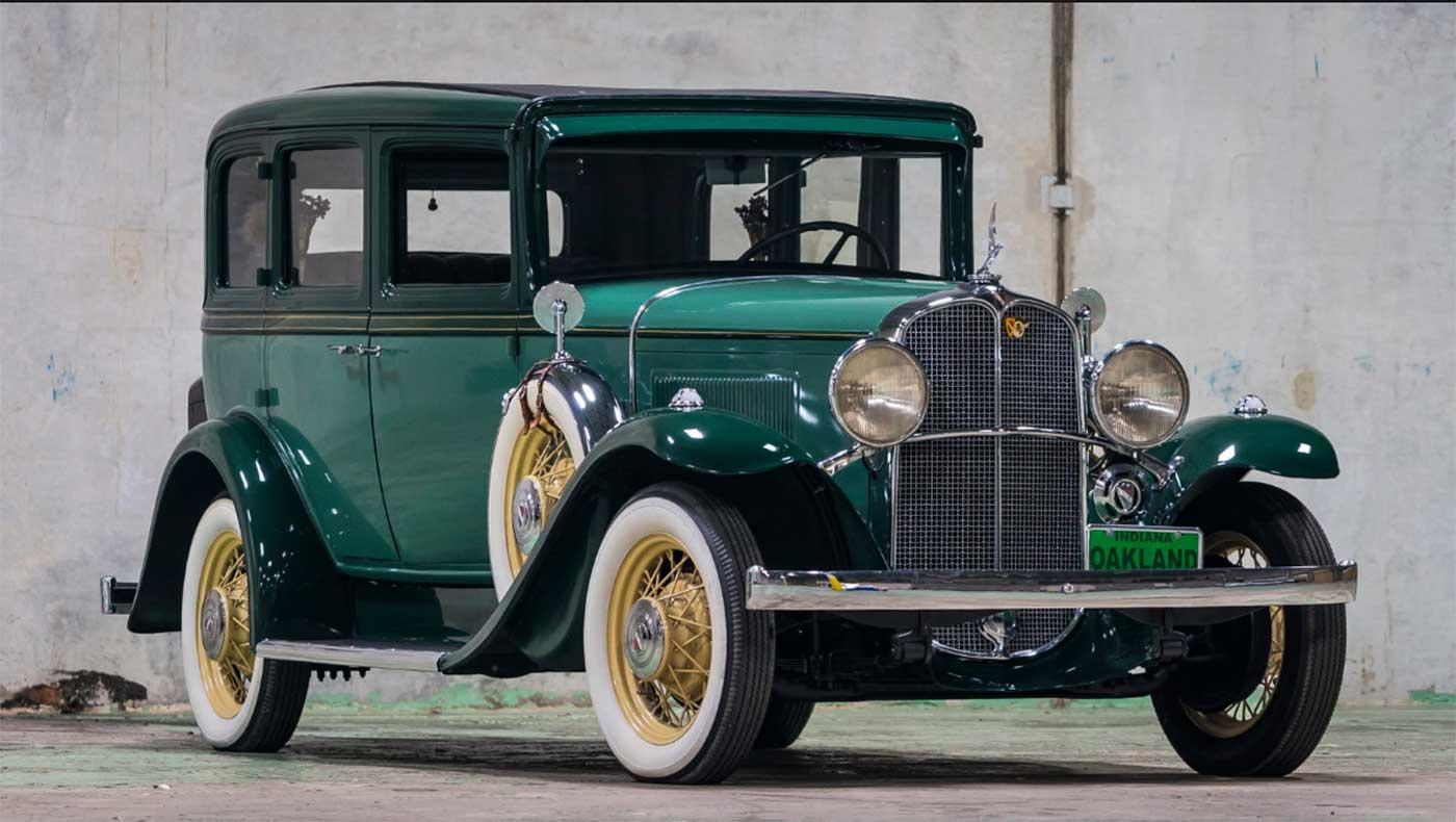 Oakland V-8 Model 301 Custom Sedan